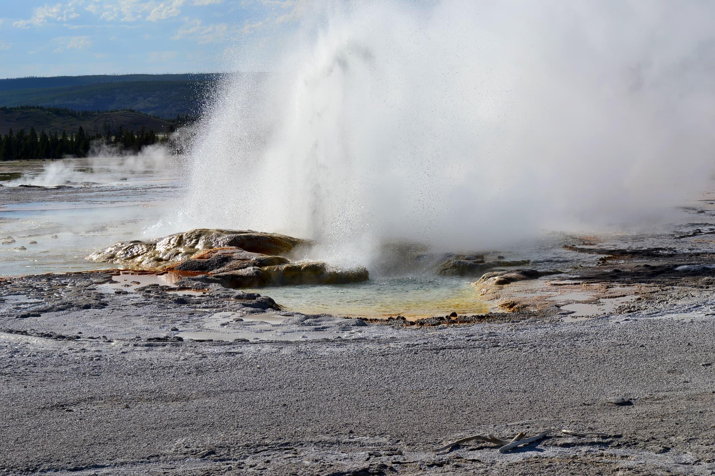Second photo of continuing geyser eruption.